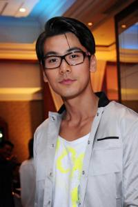 DAI YANG TIAN stars as the main lead: 外型高大英俊,乐观 ...